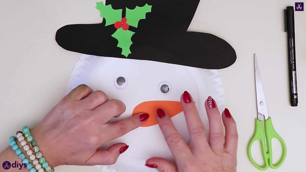 Paper plate snowman head nose