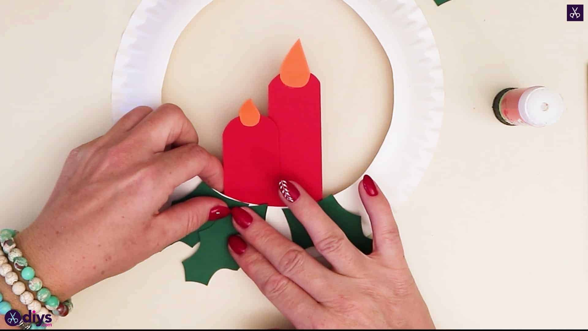 Paper plate wreath with a candle green bottom