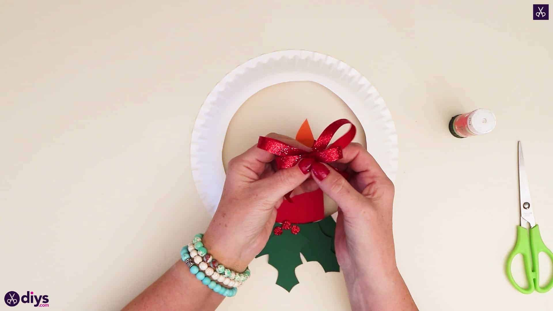 Paper plate wreath with a candle ready for use