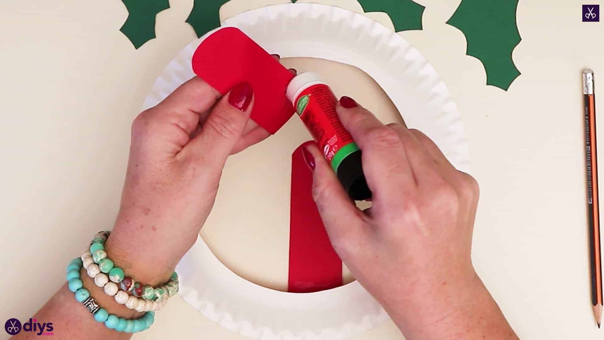 Paper plate wreath with a candle step 6a
