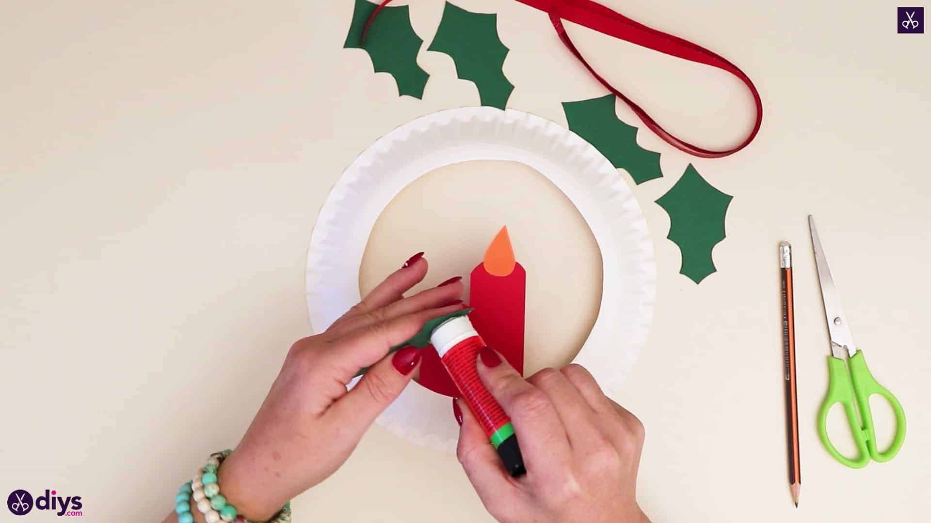 Paper plate wreath with a candle step 7