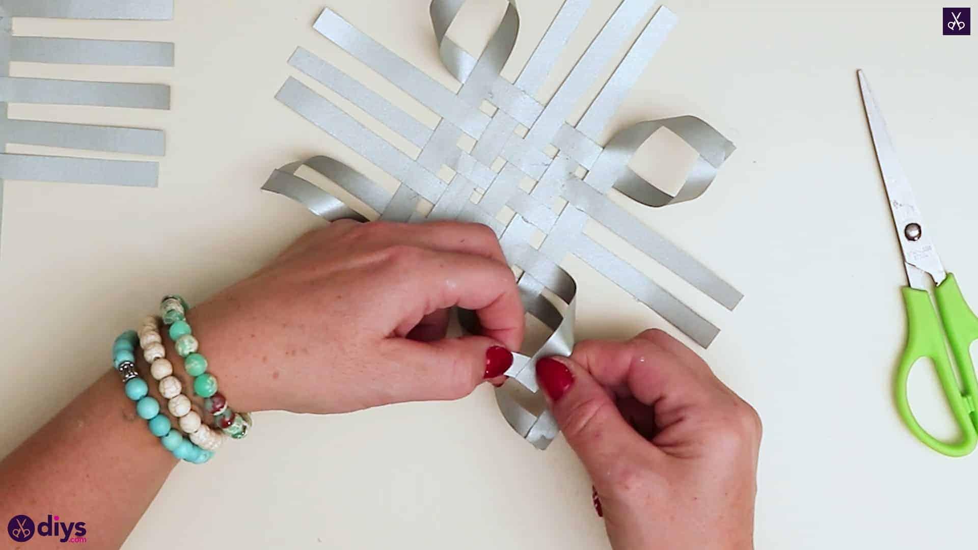 Paper star ornament rall
