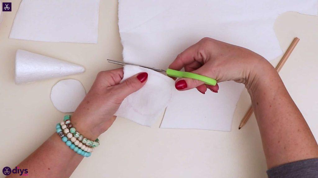 Pastel christmas centrepiece cutting