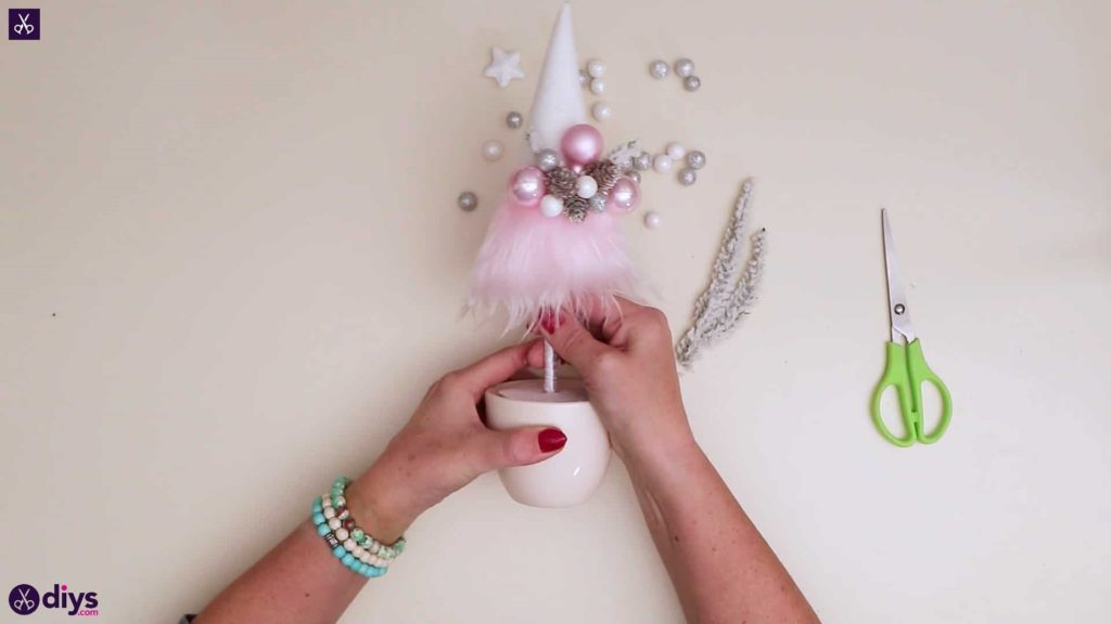 Pastel christmas centrepiece step 10