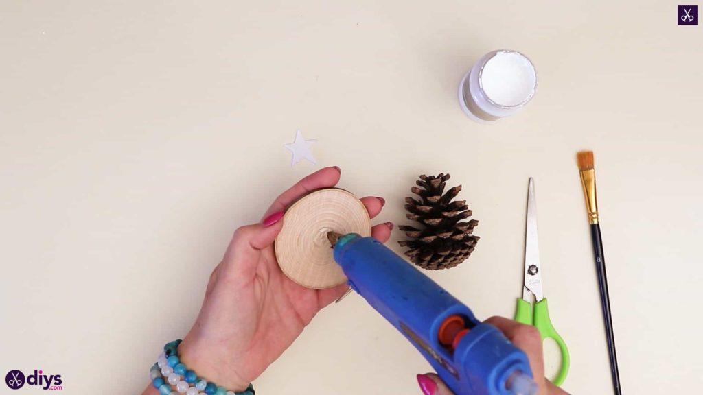 Pinecone christmas tree add glue