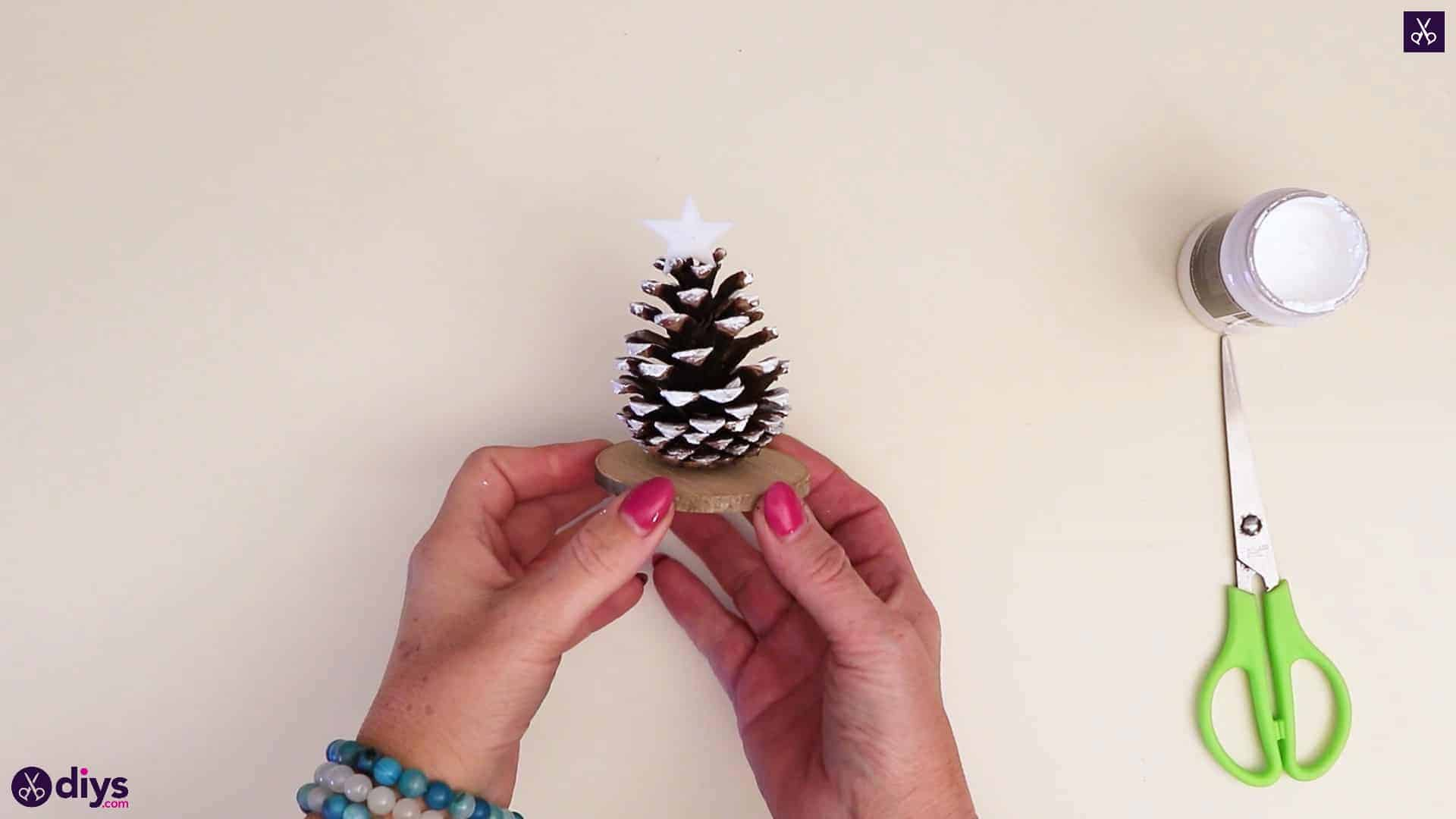 Diy Pinecone Christmas Tree