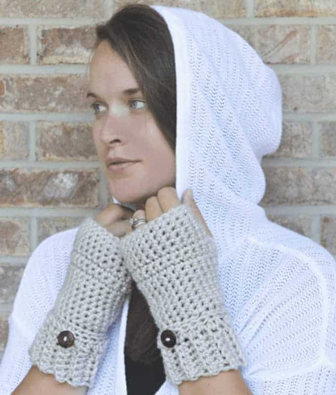 Pretty button cuff fingerless gloves