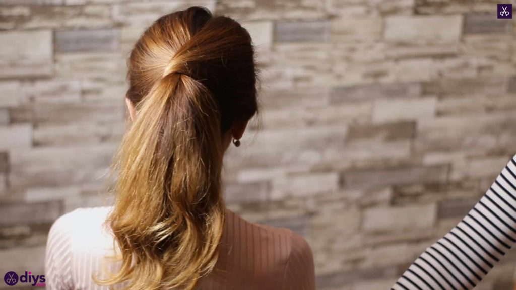 3 easy ponytails for everyday wear tutorial 1
