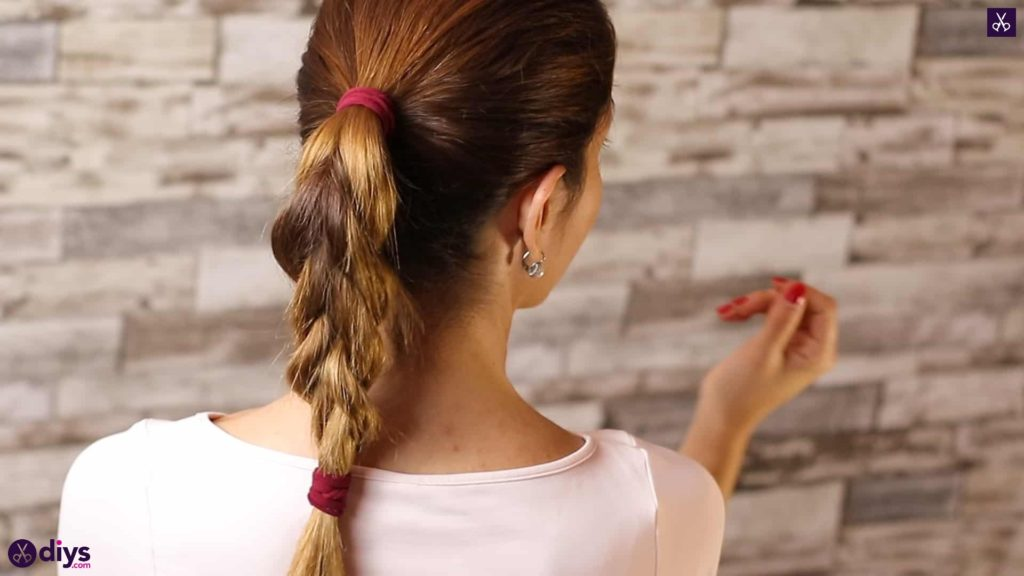 3 easy ponytails for everyday wear tutorial 2