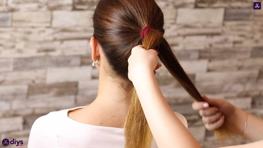 3 easy ponytails for everyday wear tutorial step 2