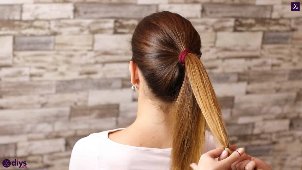 3 easy ponytails for everyday wear tutorial step 2a