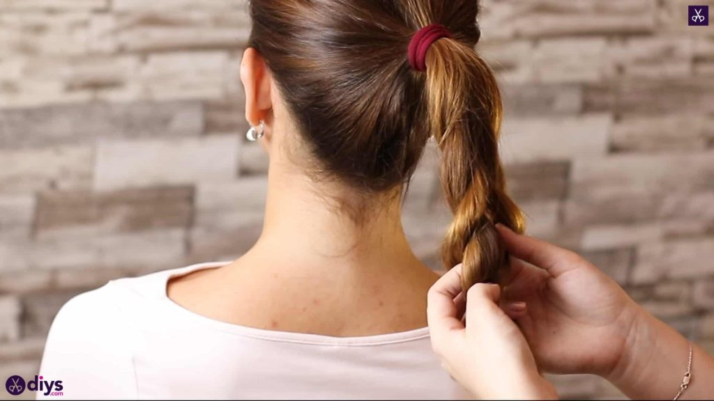 3 easy ponytails for everyday wear tutorial step 3v