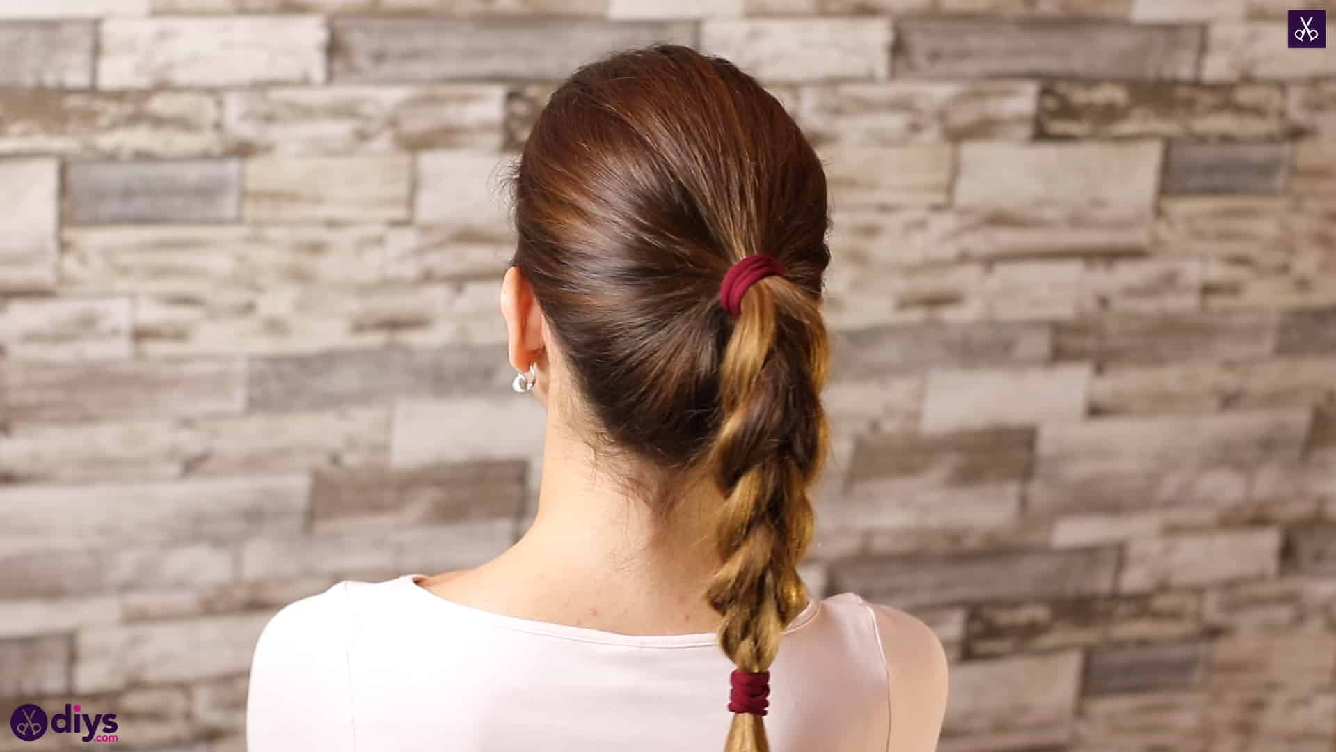 3 easy ponytails for everyday wear tutorial step 4a