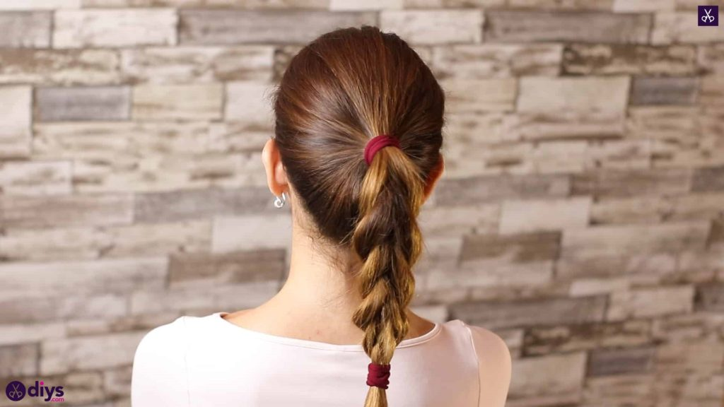 3 easy ponytails for everyday wear tutorial step 4f