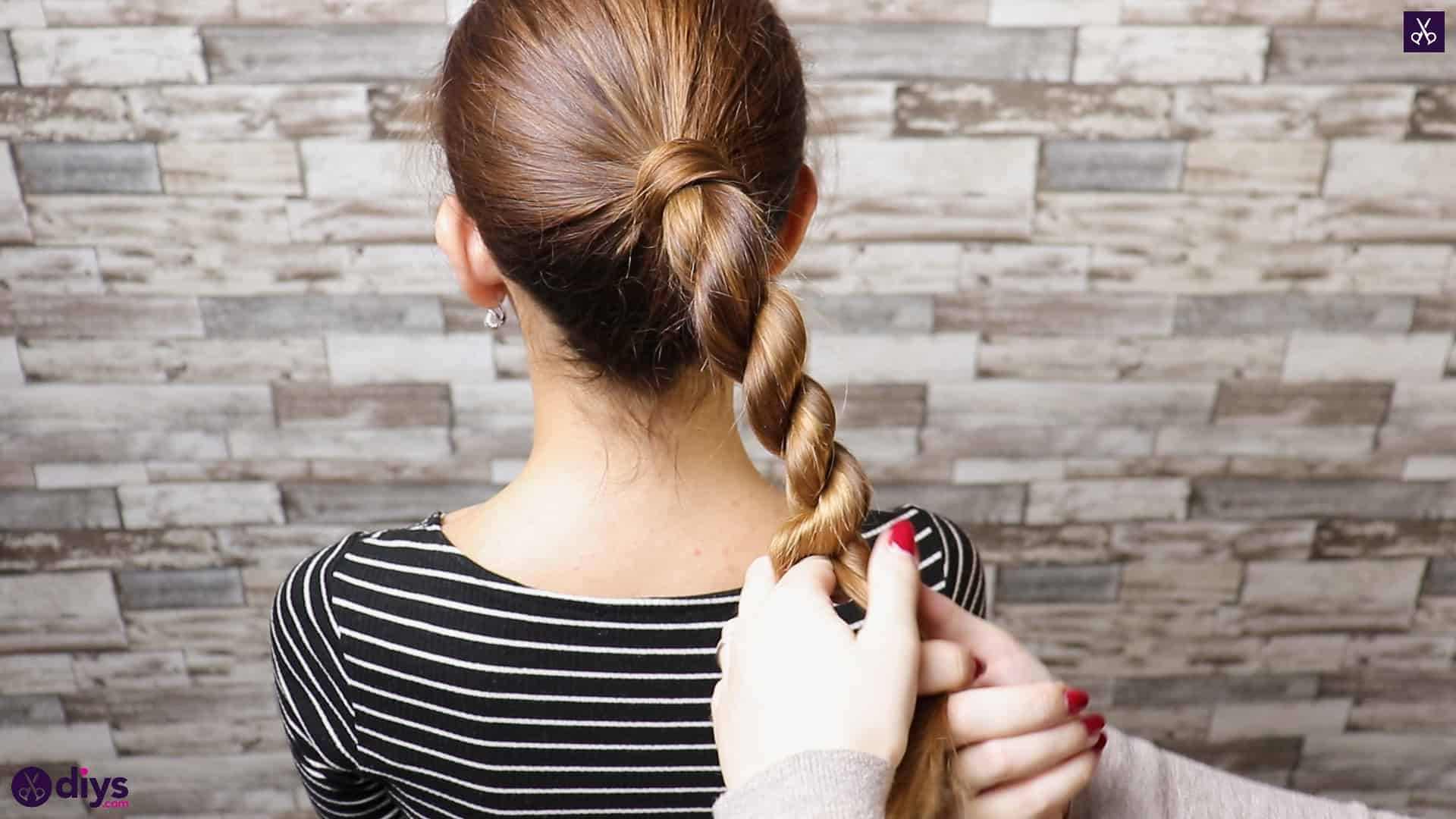3 easy ponytails for everyday wear twisted ponytail step 4