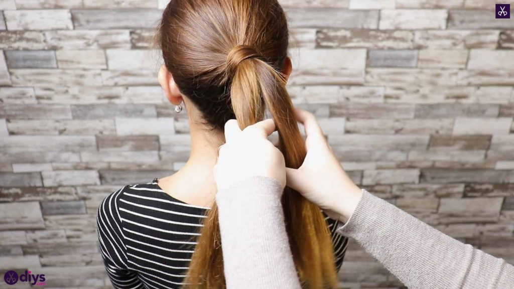 3 easy ponytails for everyday wear twisted ponytail step step3