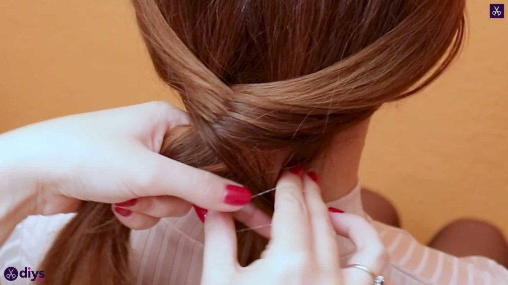 3 quick everyday hairstyles mini fishtail step 2a