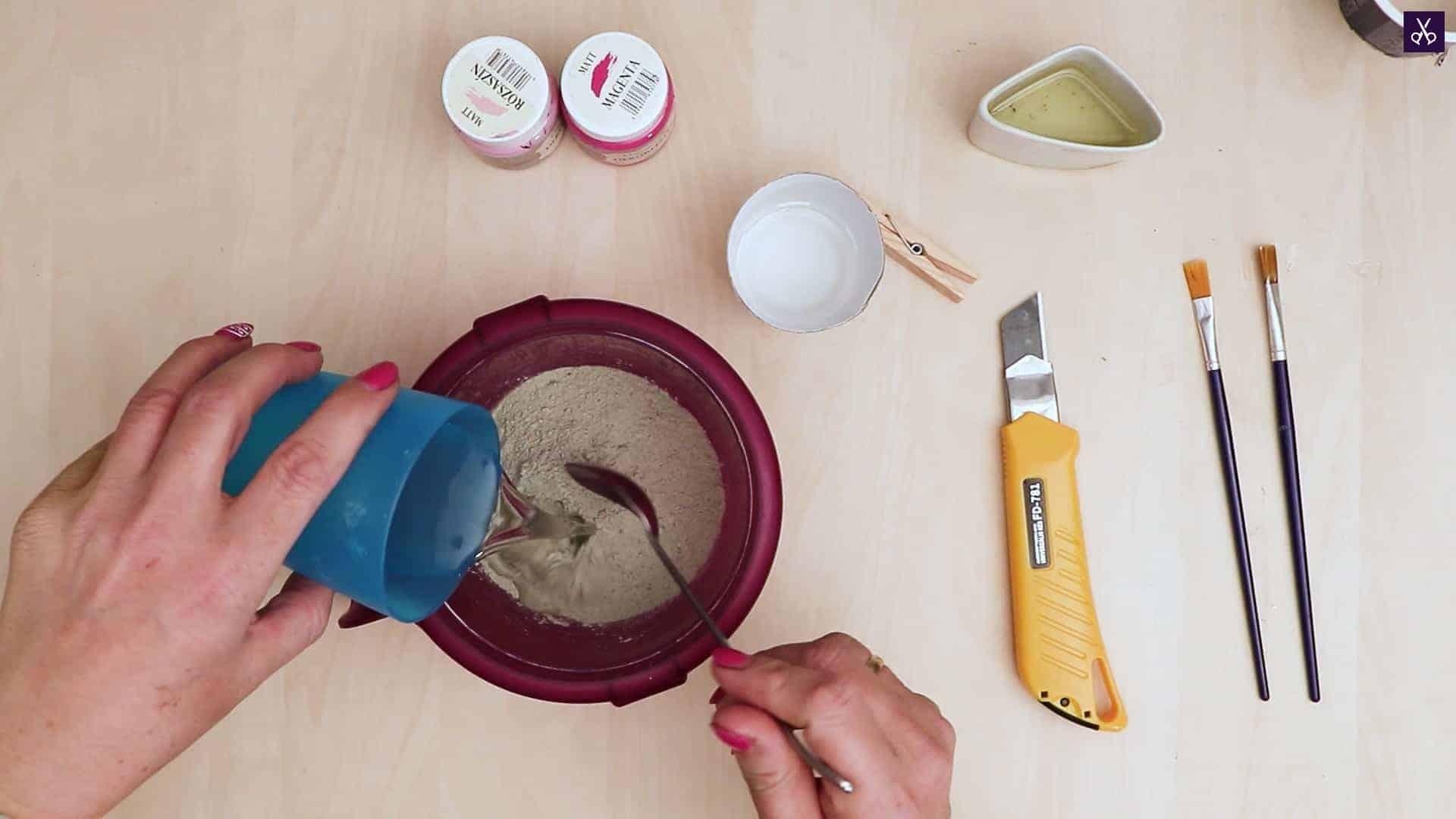 Concrete card holder prepare mix