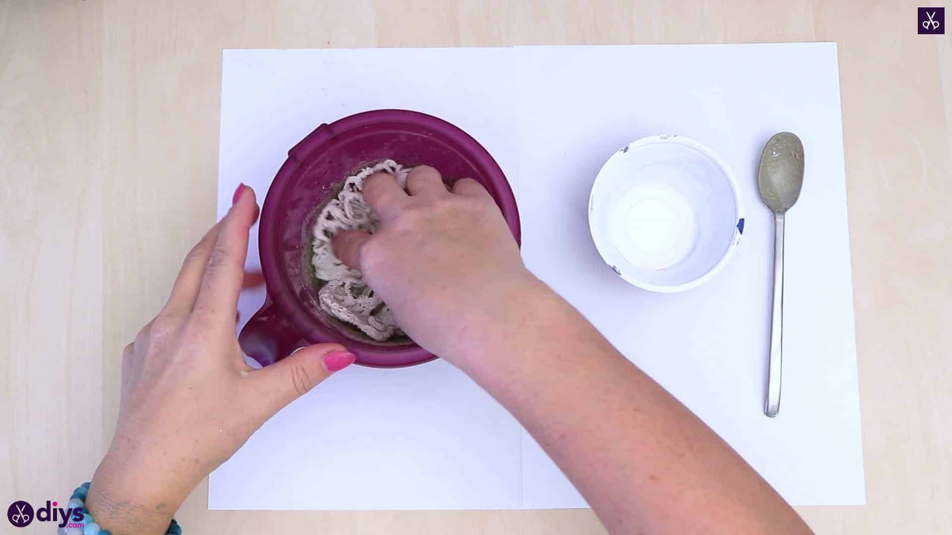 Diy simple concrete doily pot pour