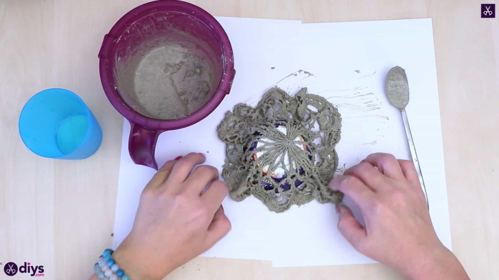 Diy simple concrete doily pot step 3