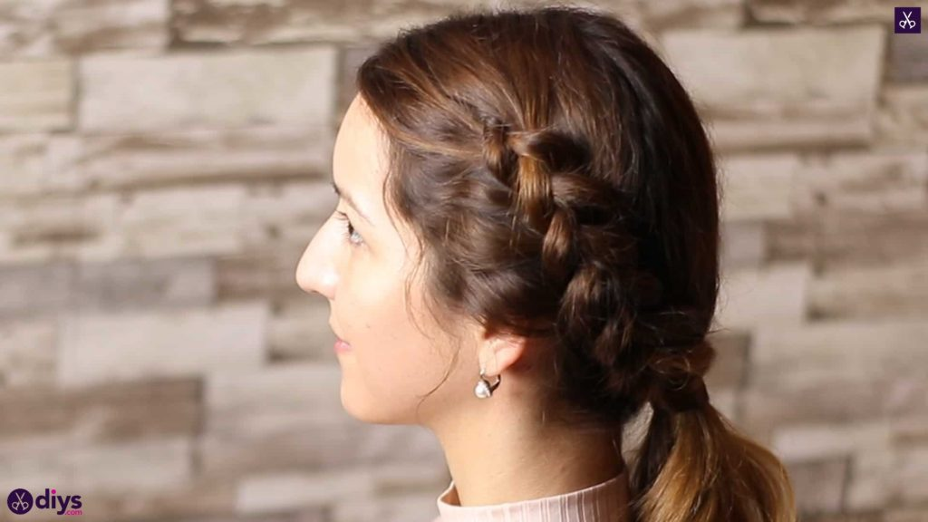 Elegant side braid hairstyle2