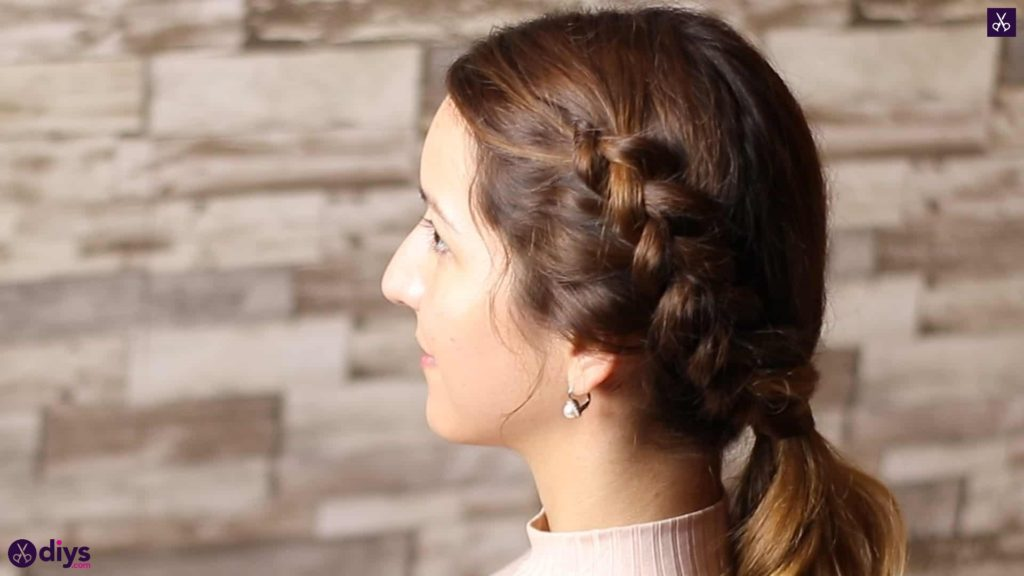 Elegant side braid hairstyle5