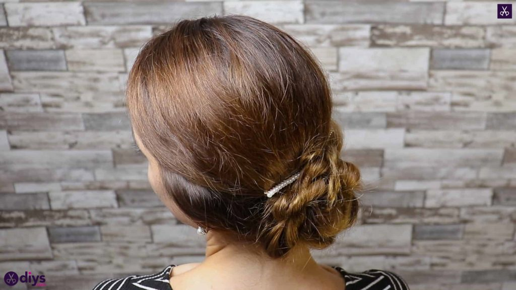 Elegant and easy wedding bun hairstyle for guests