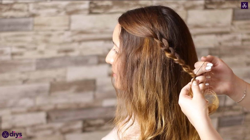 Half up, half down hairstyle for spring15
