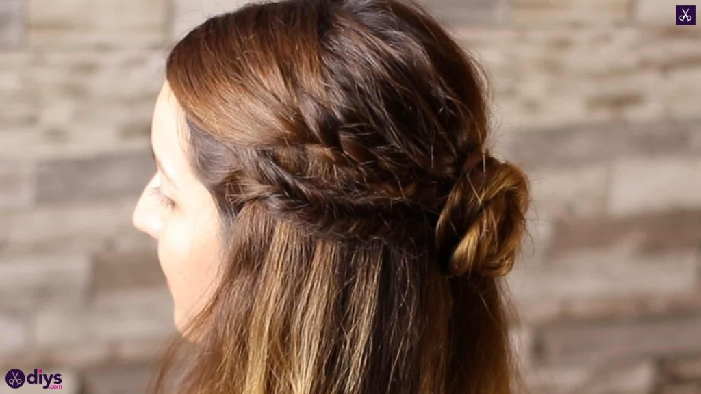 Half up, half down hairstyle for spring2