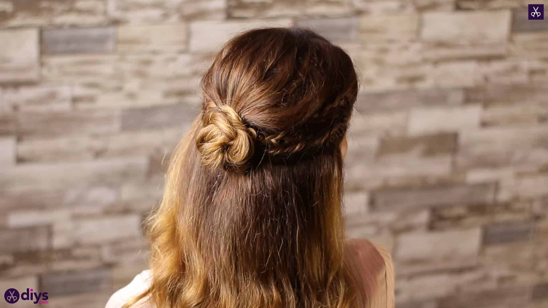 Half up, half down hairstyle for spring3