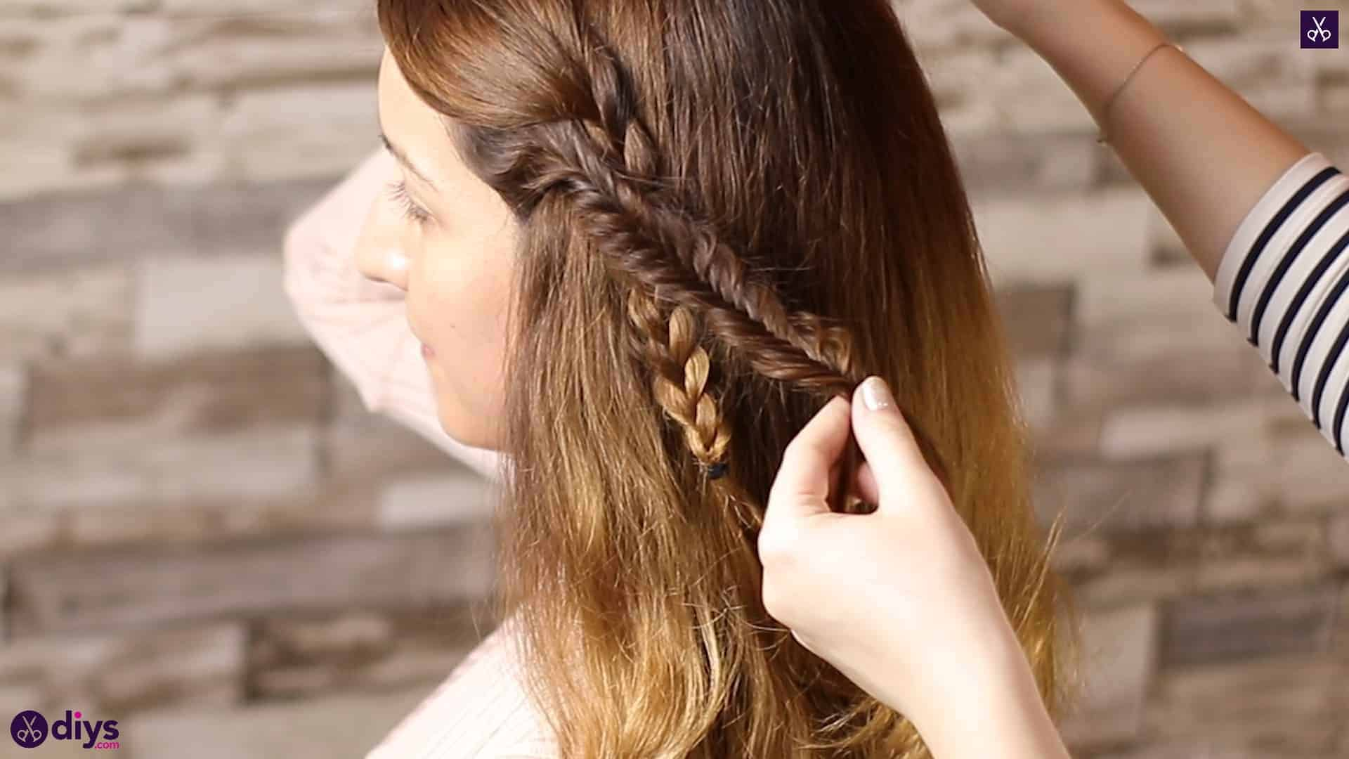 Half up, half down hairstyle for spring30