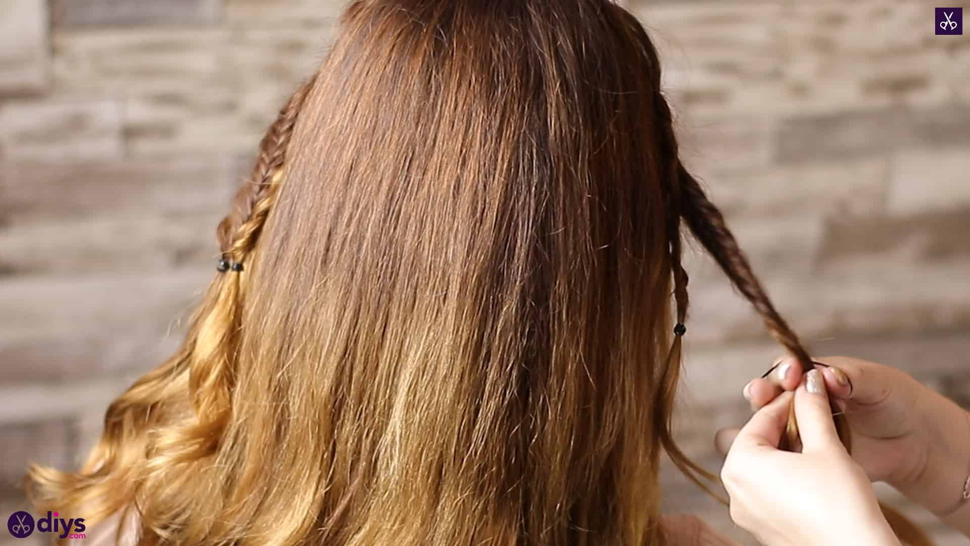 Half up, half down hairstyle for spring35