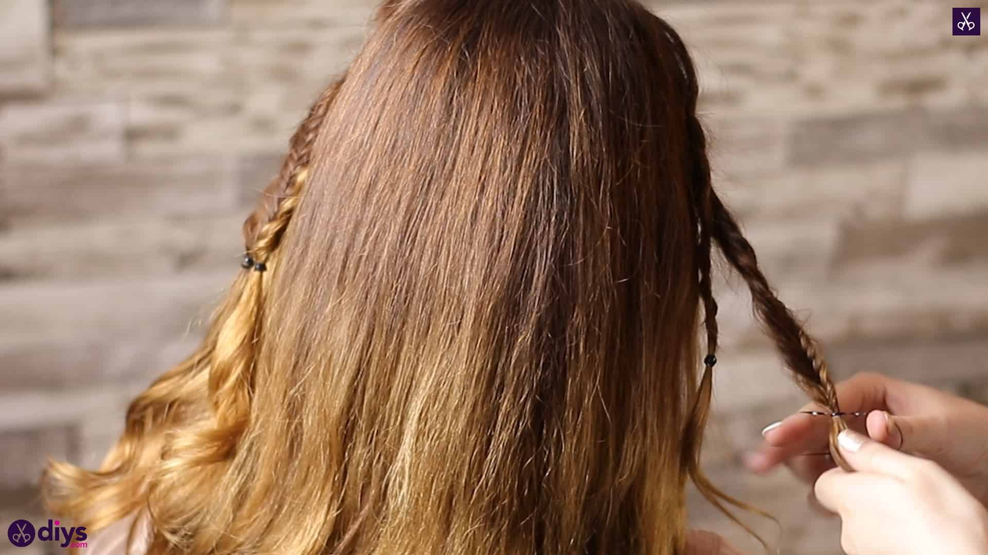 Half up, half down hairstyle for spring37
