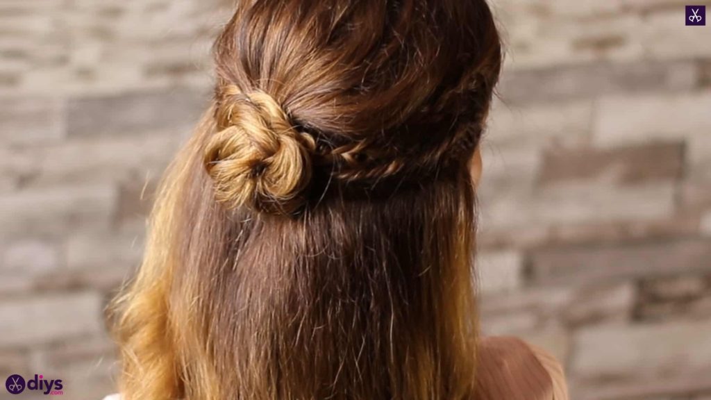 Half up, half down hairstyle for spring4