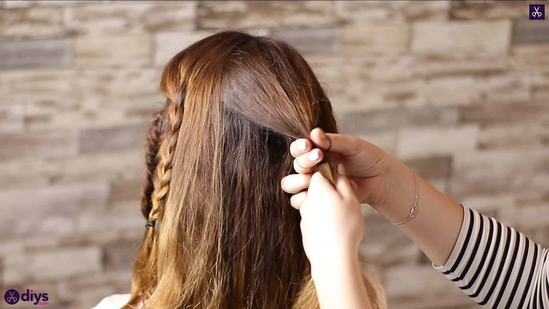Half up, half down hairstyle for spring40