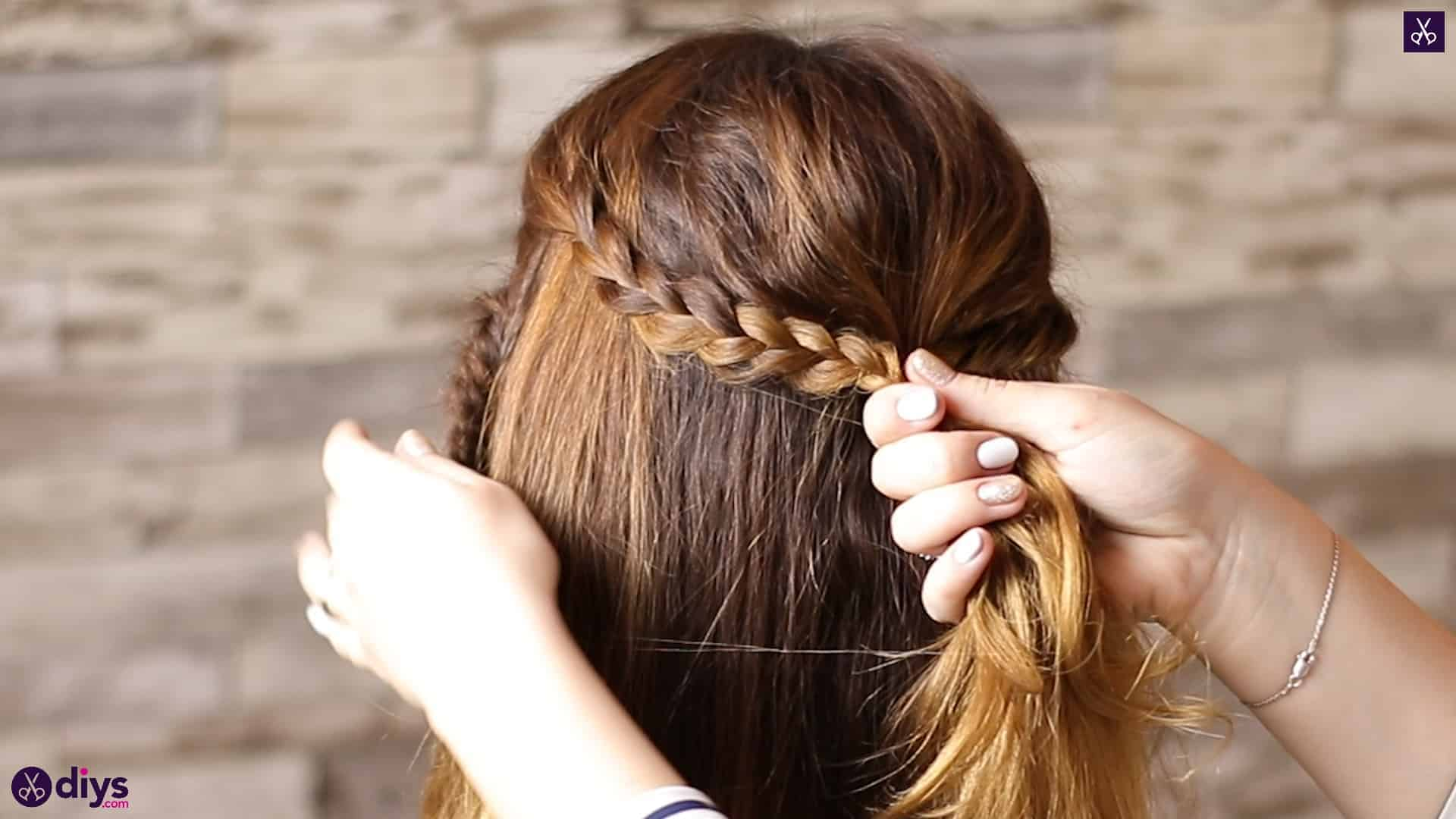 Half up, half down hairstyle for spring48