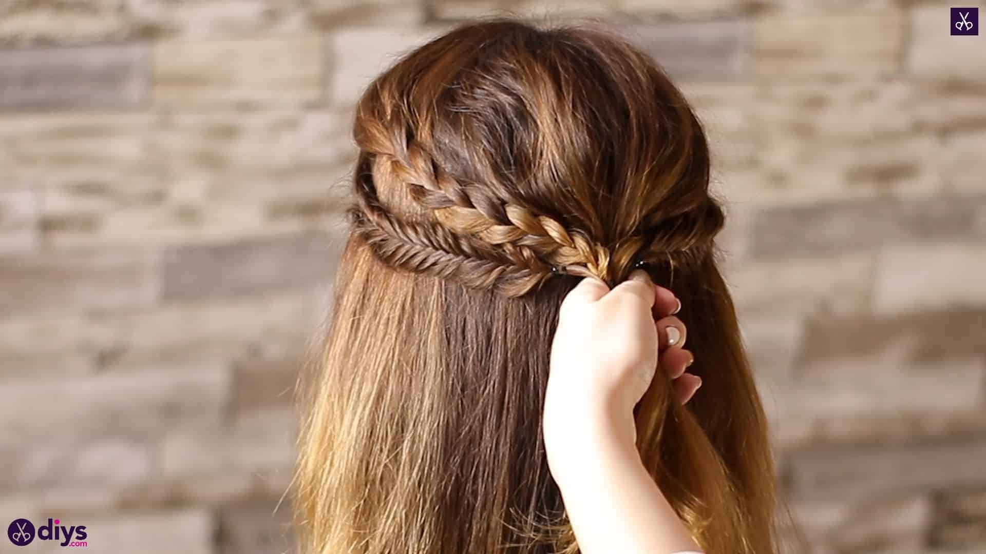 Half up, half down hairstyle for spring50