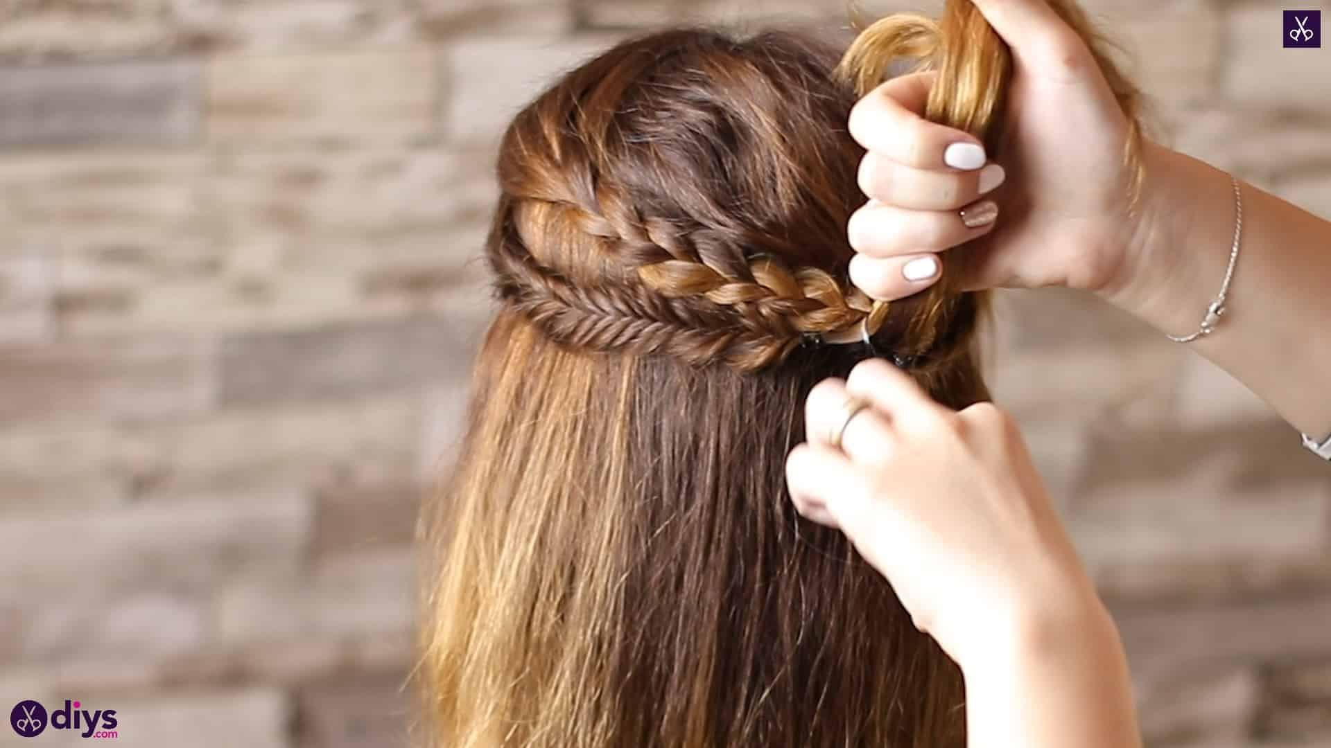 Half up, half down hairstyle for spring51