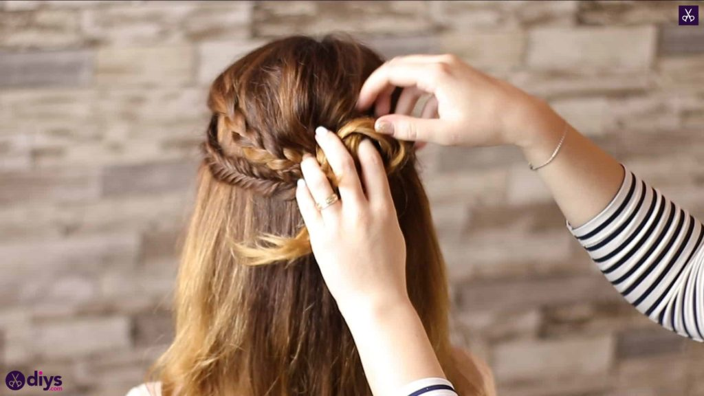 Half up, half down hairstyle for spring60