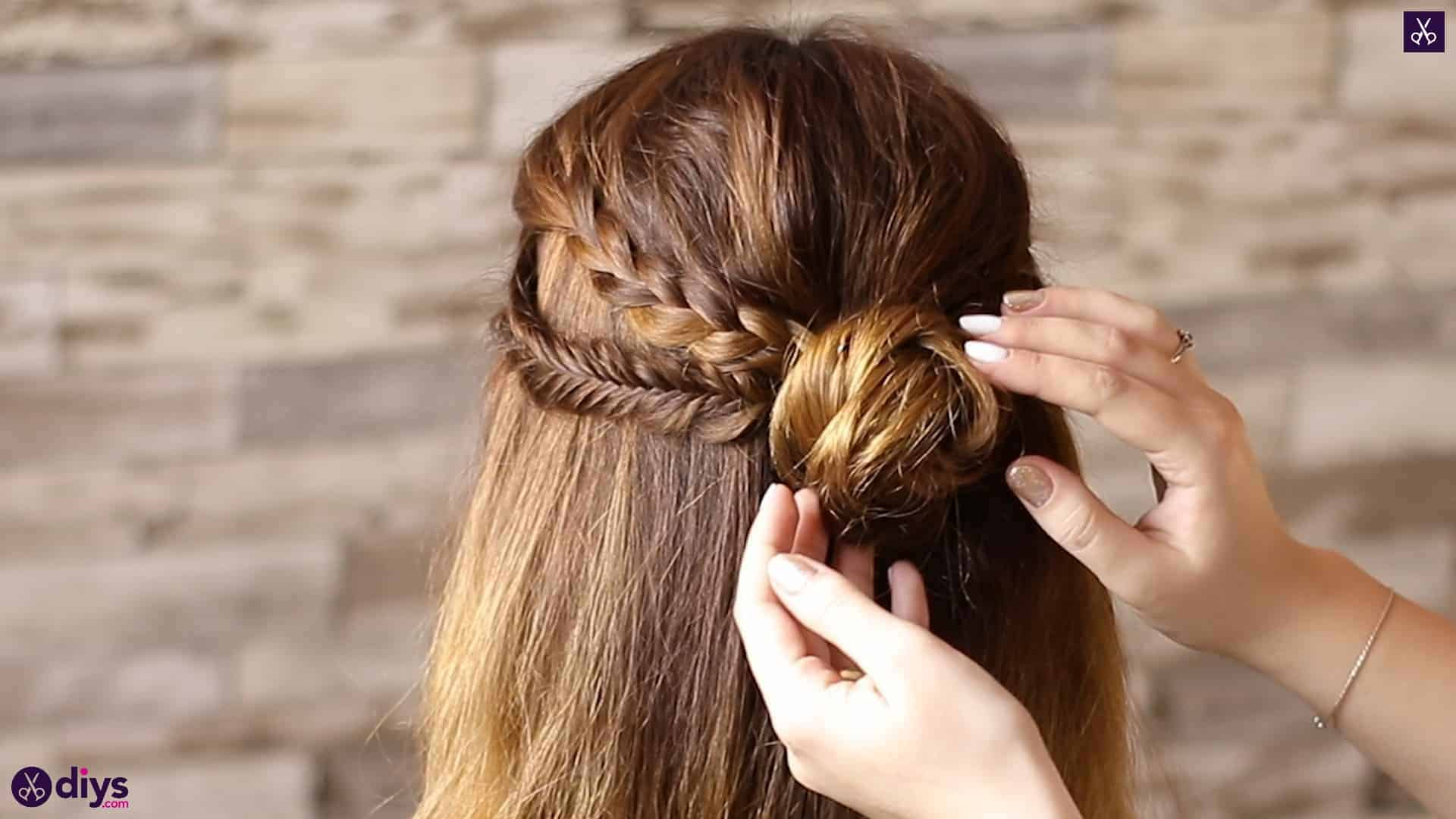 Half up, half down hairstyle for spring65
