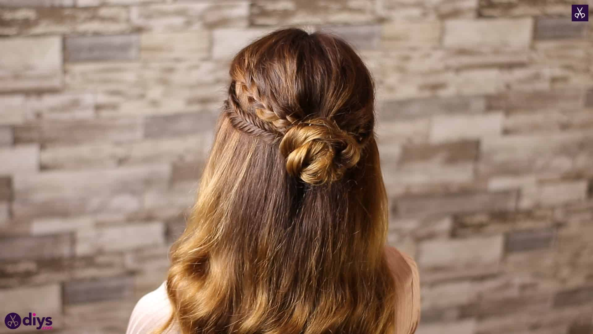 Half up, half down hairstyle for spring66