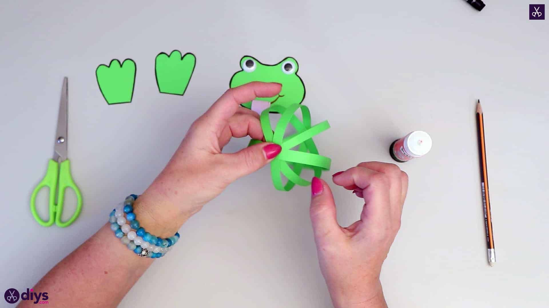 How to make paper frog crafts for kids