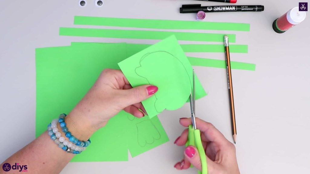 How to make paper frog cutting around