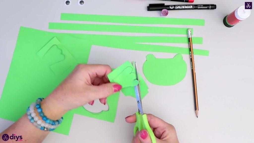 نحوه ساخت قورباغه کاغذی مرحله 4