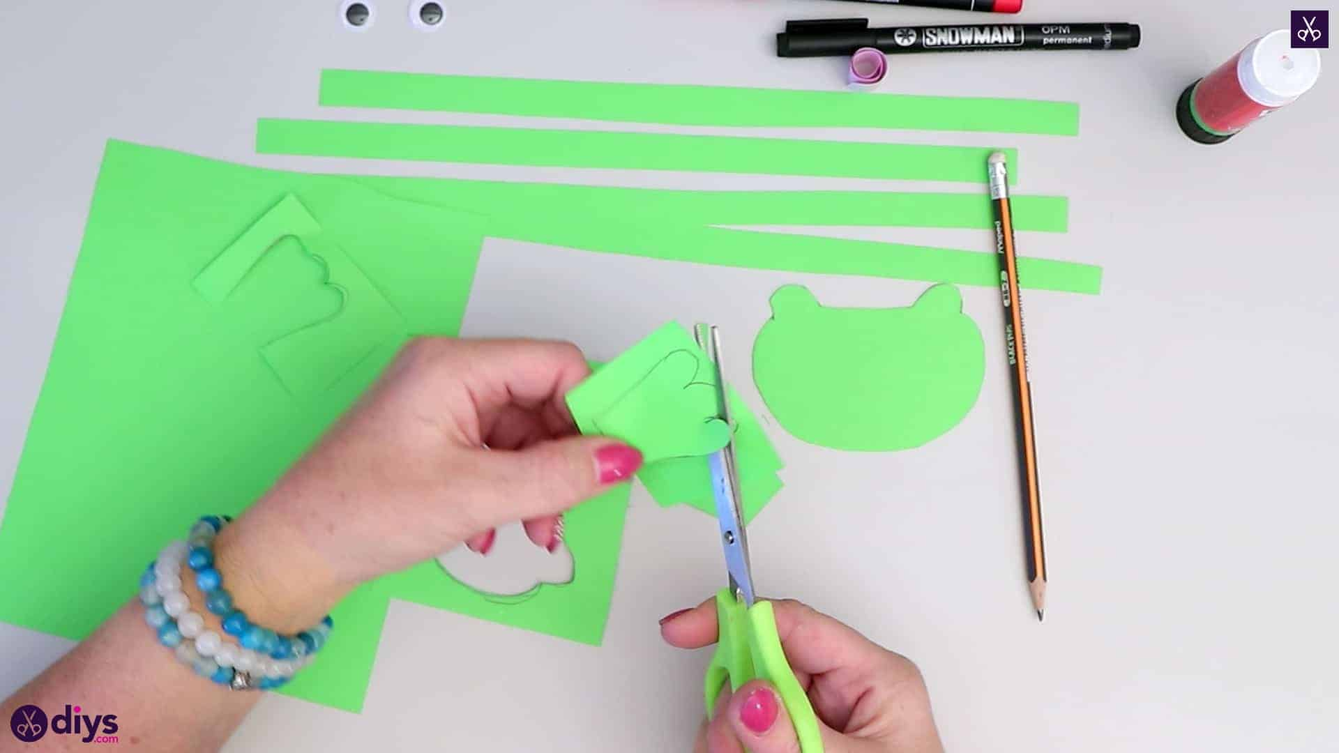 How to make paper frog step 4