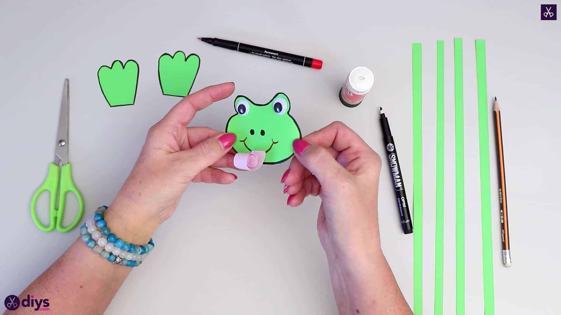 How to make paper frog tongue