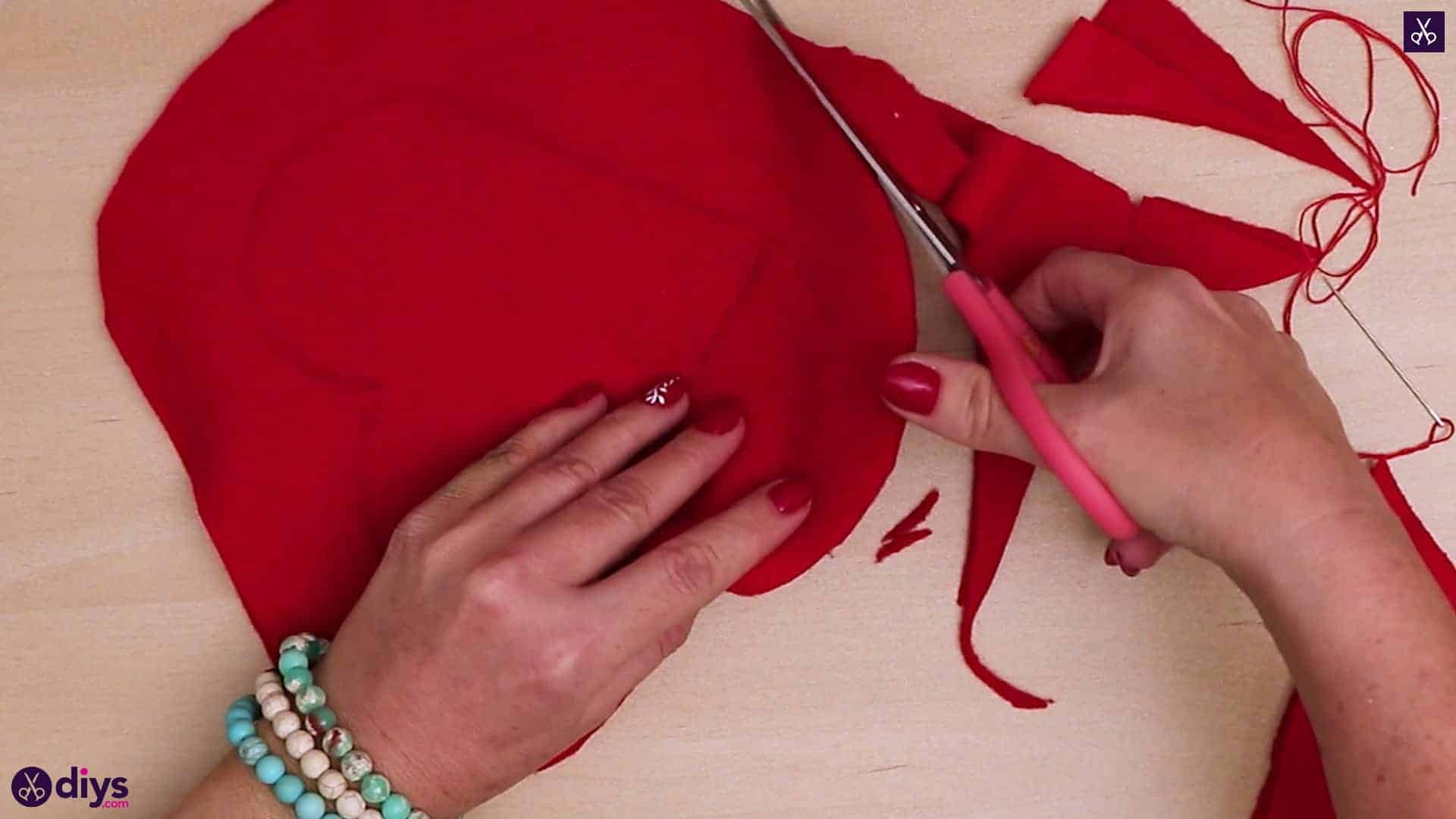 How to make a heart pillow cutting 4