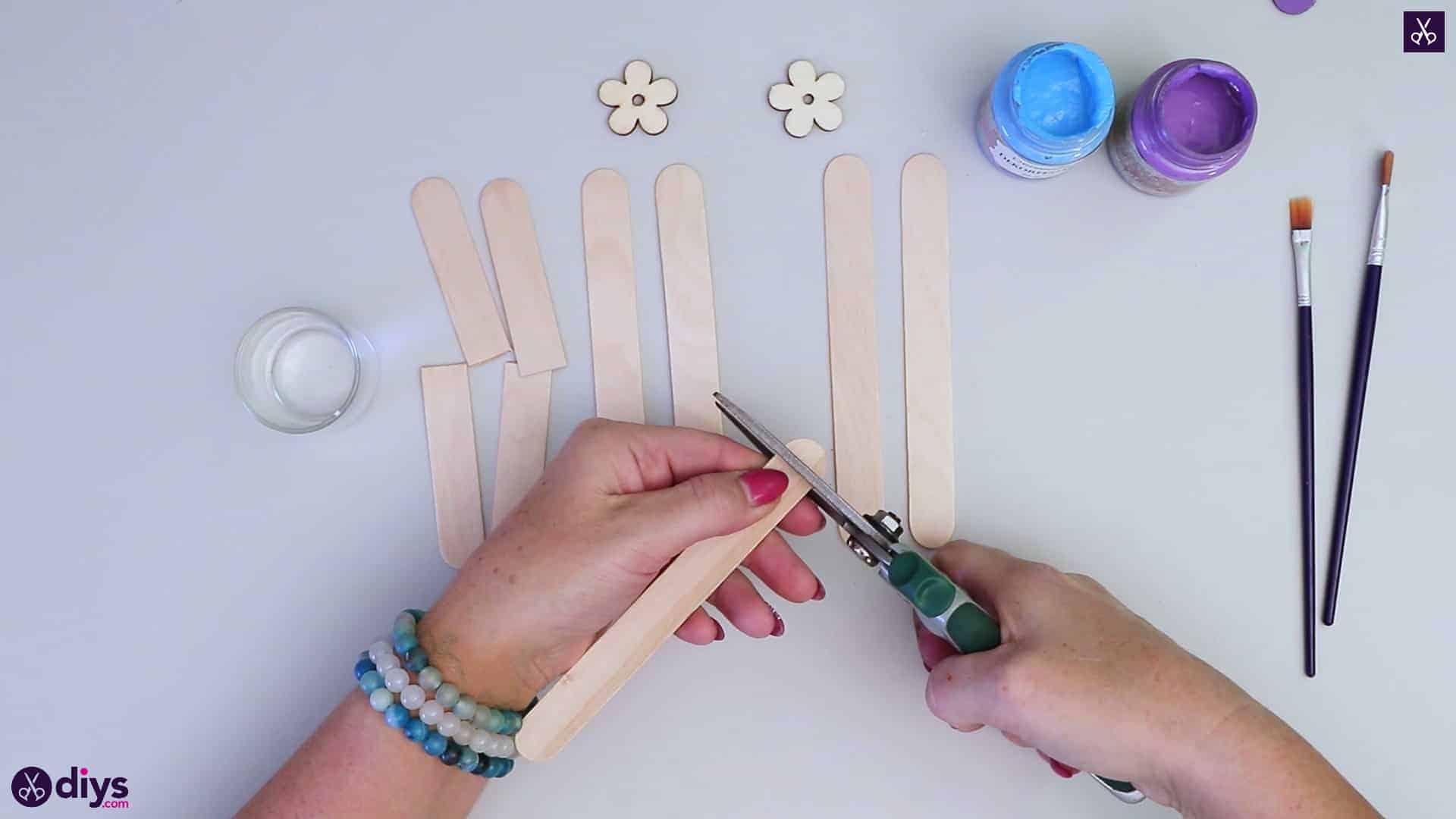 Popsicle stick napkin holder cutting edge