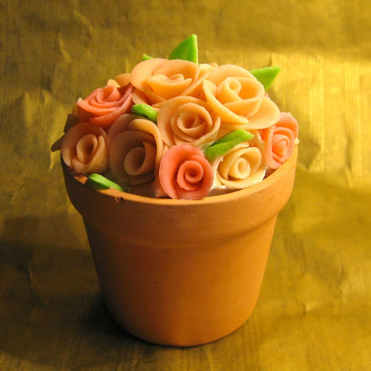Pretty marzipan roses