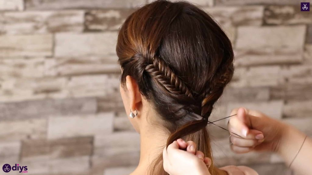 Romantic prom hairstyle tutorial step 4e